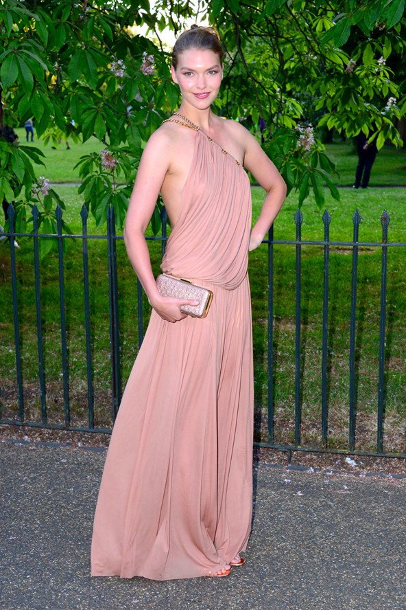 7 Amazing Fashionable Hairstyles In Serpentine Summer Party