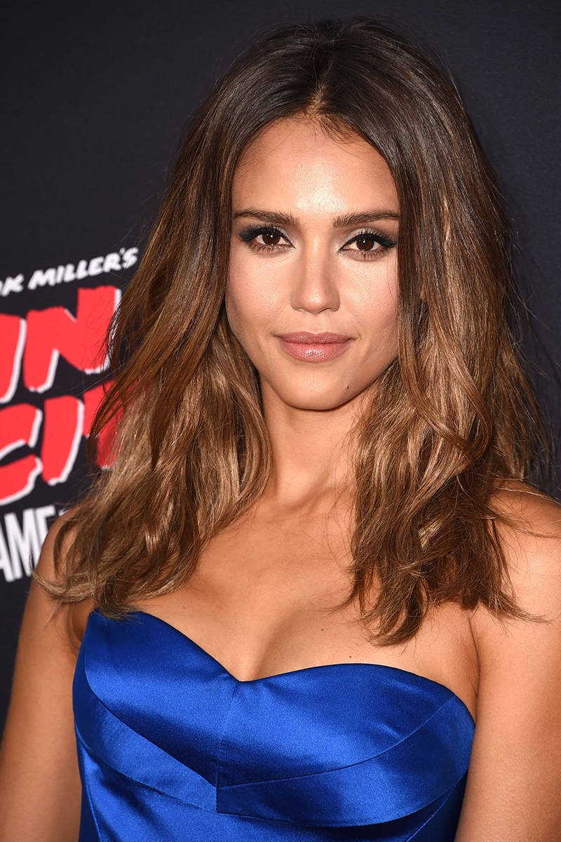5 Stunning Hairstyles See Popularity in FallJessica Alba Lob