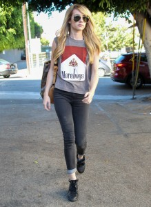 emma-roberts-los-angeles-new-hair-extensions-august-2014