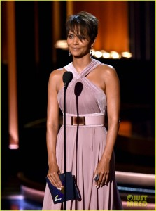 halle-berry-emmys-2014-13