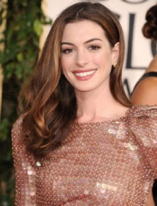 Anne_Hathaway_heat_styling_wavy_hair-cropped-proto-custom_14