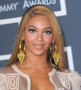 The singer's locks glittered and shined all night long at the 2010 Grammys.