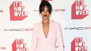 112014-fashion-beauty-rihanna