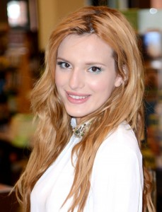 bella-thorne-at-seventeen-meet-and-greet-at-barnes-noble-in-san-bruno_1