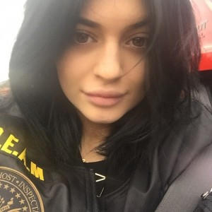 kylie-jenner-no-makeup-no-extensions