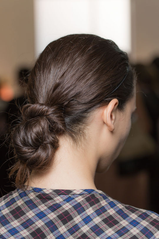 17-edun-spring-2015-runway-hair-twisted-bun-w540